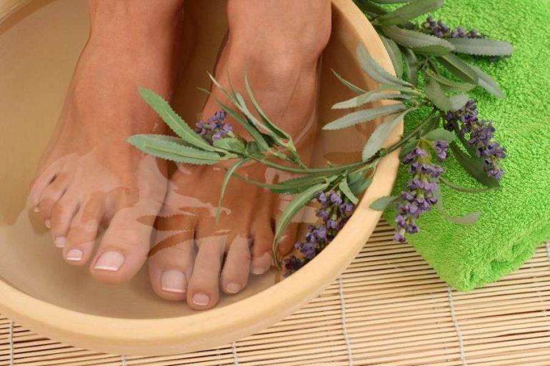 Как почистить Пятки от Огрубевшей кожи в Домашних Условиях