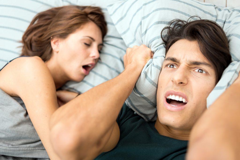 Как излечиться мужчине, чтобы избавиться во сне от храпа: медикаментозное лечение и народные средства