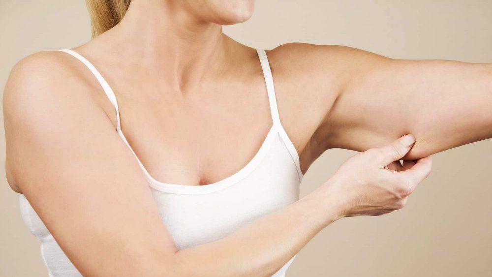 Как быстро убрать обвисшую кожу на руках