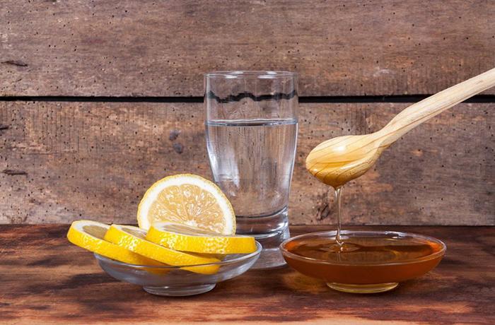 Можно ли пить воду перед сном или это вредно