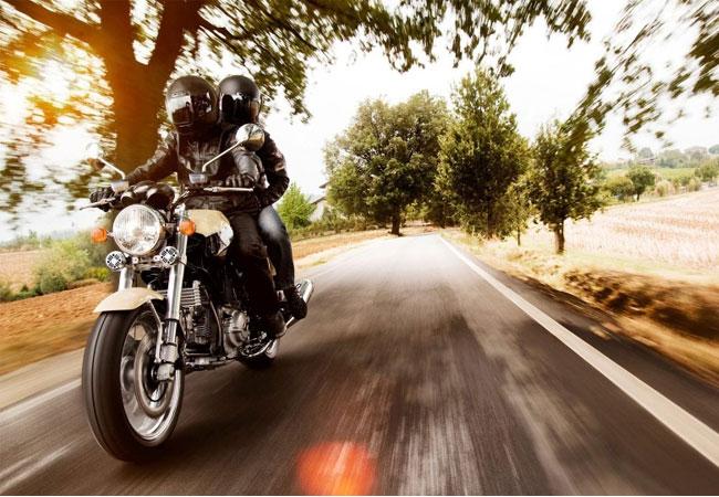 Безопасная езда на мотоцикле в мотошлемах
